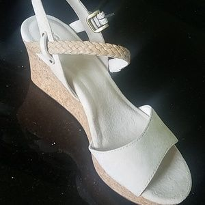 Gorgeous Ugg D'Alessio wedge sandals